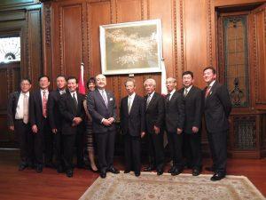 上海日本総領事館にて。