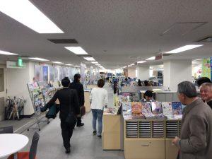 高岡出身の職員の方にフロアを案内していただきました。