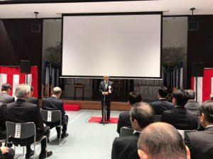 式辞を述べる高橋高岡市長。