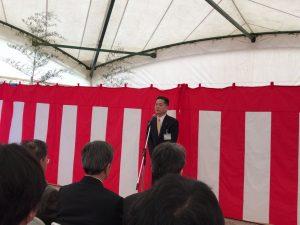 起工式であいさつをする村田副市長。