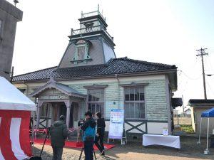 IMG_1164屋根上の測候台が復元された伏木気象資料館。