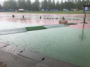 それにしても天気の悪い1日でした。午前中は小学生が中心だったので陸上嫌いにならないか心配です・・・
