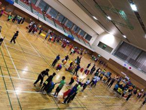 南砺市発祥のエアボールゲームを実践で学ぶ推進委員。