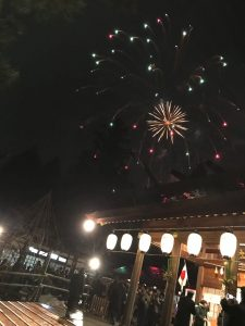 恒例の射水神社での年明けの花火