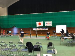 北信越パワーリフティング大会開会式前の体育センター