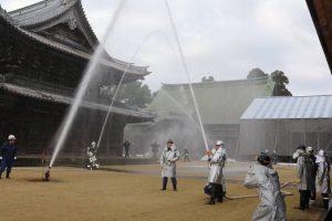 国宝瑞龍寺での防火訓練