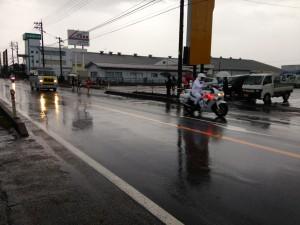 富山県駅伝で。冷たい雨の中選手は力走を見せてくれました。