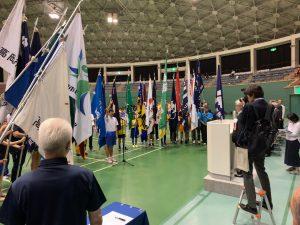 選手宣誓。各競技団体の旗手の方が囲みます。