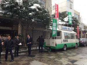 雪のちらつく中、高岡大和前にて北方領土返還街宣活動