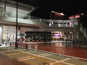 29日にオープンした、ステーションビル「クルン高岡」の夜景