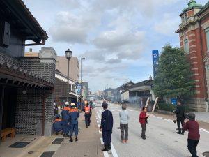 山町通り、富山銀行前の様子。この後、放水作業に入りました。