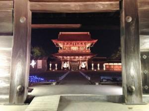瑞龍寺ライトアップ・総門から山門