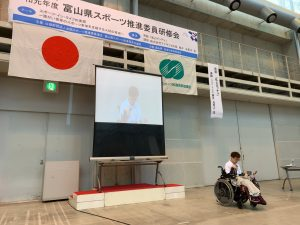講演される藤井選手。