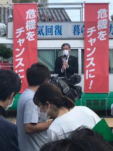 知事の事務所開きにてマイクを握らせていただき富山市議会議長の舎川さんに振る直前・・・。