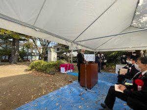 顕彰祭の開会にあたり挨拶をされる塩谷会長。