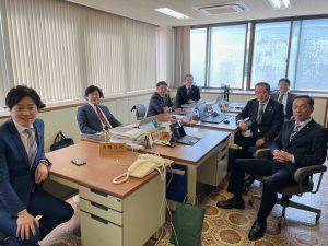 一瞬ではありましたが、同じ会派の一員だった角田ゆうき君と共に。