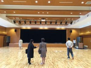 大ホール・古典芸能もしっかりできるよう舞台奥が取ってあります
