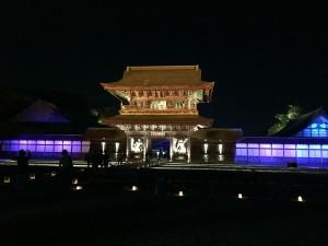 幻想的な国宝瑞龍寺春のライトアップ。
