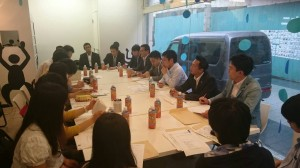 富山大学の学生らと県連青年局の役員で意見交換会。