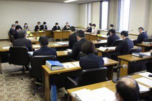 異例の対応となった、常任委員会。