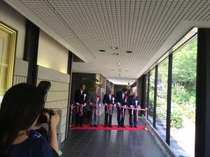高岡市万葉歴史館の収蔵庫と特別展示室の開館式。