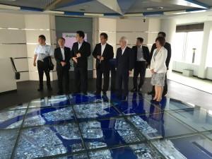 川崎港の全体が足下に。川崎マリエンにて委員会メンバーも。