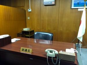 議会棟の議長室にある副議長席。