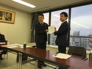 大平JA富山県請壮年組織協議会から永森自民党富山県連青年局に提言書を