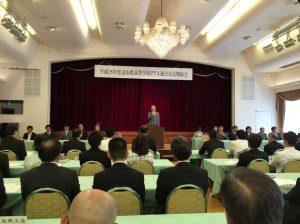 県高校PTA連合会の定期総会で挨拶をされる石井知事。