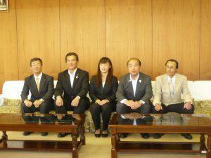 登坂絵莉選手が高岡市役所に表敬訪問