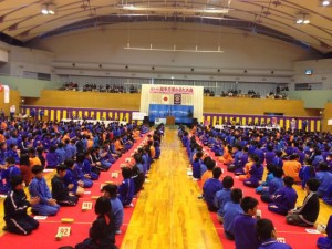 ※写真は20日に高岡市福岡町Uホールにて行われた「万葉かるた大会」 小学生をはじめ中学生や一般あわせ800名近くの方が楽しみました。